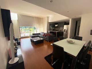Una sala de estar llena de muebles y una televisión de pantalla plana en Bogotá, Venta Apartamento en Cedritos 114 mts