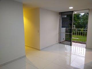 Un cuarto de baño con ducha y una ventana en Venta Apartamento La Mina Envigado Antioquia