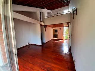 Una habitación con suelos de madera y un ventilador de techo en Apartamento en venta en San Diego, 136mt duplex