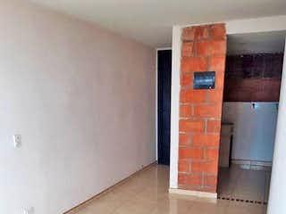 Un pasillo con una puerta y una puerta en Apartamento en Venta LA PILARICA