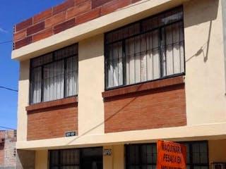 Un edificio que tiene una señal en él en Casa en venta en Batán de 2 alcobas