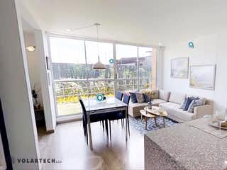 Una sala de estar llena de muebles y una ventana en Altana