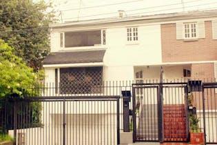 Casa En Venta En Bogota Callejón Santa Bárbara con 4 habitaciones.