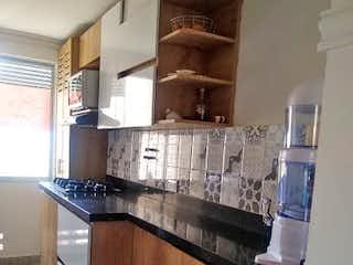 Una cocina con un fregadero y un horno de cocina en Apartamento en Venta ROBLEDO