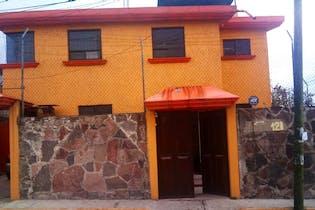Casa en venta en San Felipe Tlalmimilolpan de 4 alcobas