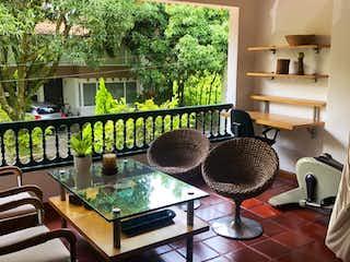 Una cocina con una mesa y sillas en ella en 92478 - Venta Casa Envigado Villagrande