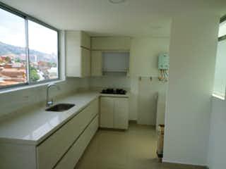 Una cocina con un lavabo y una ventana en 92330 - Venta Apartamento Envigado Barrio Obrero