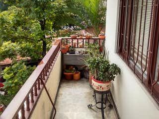 Un jardín con una planta en maceta en el techo en 95212 - Venta apartamento sector Cerro Nutibara