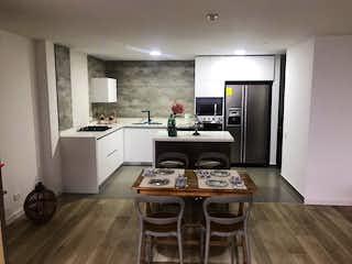 Una cocina con una mesa y una estufa en 94638 - Venta Apartamento Nuevo Loma Las Brujas Envigado