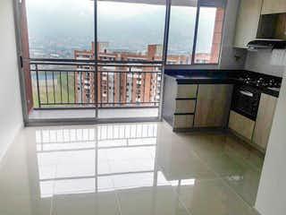 Una cocina con lavabo y microondas en 94718 - Venta Apartamento en Itagüí, Sector Alicate