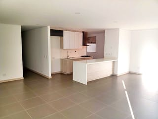 Un cuarto de baño con lavabo y un espejo en 100223 - Venta apartamento Envigado Las vegas