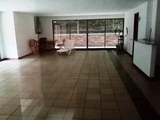 Una vista de una sala de estar y una sala de estar en Apartamento en venta en Provenza 146m² con Piscina...