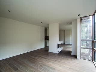 Un cuarto de baño con un inodoro blanco y lavabo en Bogotá, Venta Apartamento para Estrenar en la Cabrera 149 mts