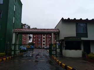 Un edificio con un reloj en el costado en Venta apartamento Bolivia 8