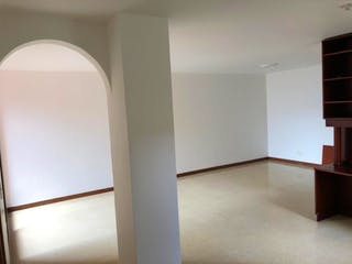 Un cuarto de baño con lavabo y un espejo en Apartamento en venta en Otra Parte, 76mt con balcon