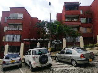 Un coche está estacionado delante de un edificio en Apartamento en Venta SAN JAVIER