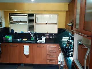 Una cocina con una estufa de fregadero y nevera en Apartamento en Venta LA ABADIA