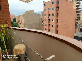 Un edificio con un reloj en el costado en Apartamento en venta en La Candelaria con acceso a Balcón