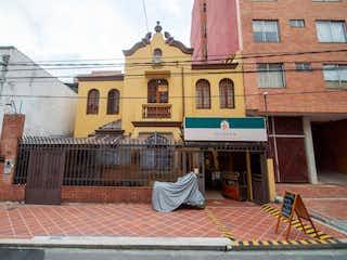 Un edificio que tiene un reloj en él en Casa En Venta En Bogota Marly
