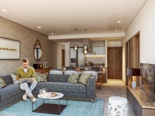 Un hombre sentado en un sofá en una sala de estar en Vista Centenario
