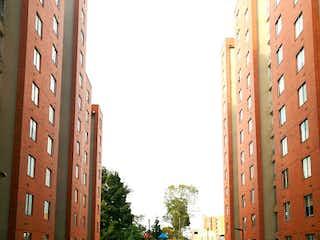 Una calle de la ciudad llena de edificios altos en Apartaestudio en Venta PORTAL DE LAS MERCEDES