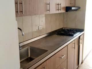 Una cocina con una estufa de fregadero y armarios en Apartamento en Venta CALASANZ