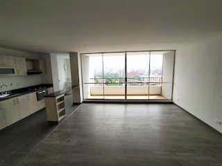 Una vista de una cocina con un gran ventanal en Apartamento en Venta LOS COLORES