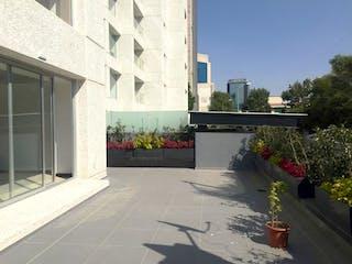 Una acera delante de un edificio con una planta en maceta en Bonito Departamento Nuevo, Cuspide / Parque del Pedregal
