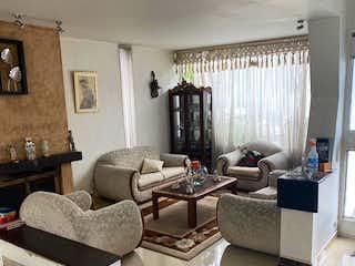 Una sala de estar llena de muebles y una ventana en Nuevo monterrey