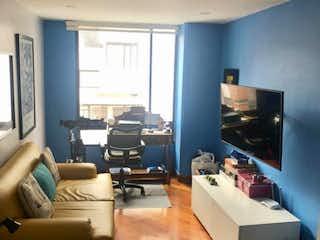 Una sala de estar llena de muebles y una televisión de pantalla plana en Bogotá Venta de Apartamento en Cabrera