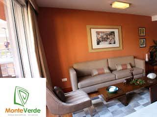 Una sala de estar llena de muebles y una televisión de pantalla plana en Monte verde
