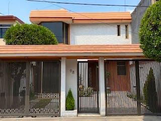 Casa en venta en Valle Del Paraiso, Estado de México
