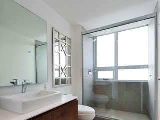 Un cuarto de baño con un lavabo de bañera y wc en Departamentos ubicados en fraccionamiento Parques Plaza