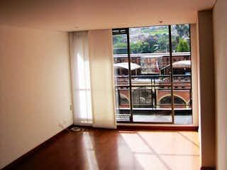 Una cocina con una ventana y una ventana en Apartamento En Venta En Bogota Chapinero Alto