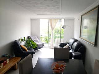 Una sala de estar llena de muebles y una televisión de pantalla plana en Venta de Apartamento en Milán - Envigado