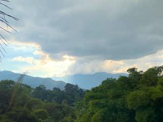 La vista del valle desde la ventana en Lote en venta, Envigado, Loma del Escobero parte baja