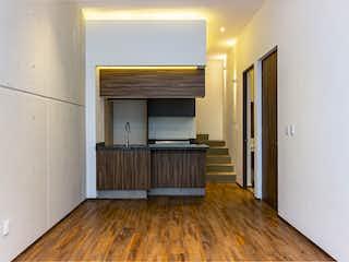 Una habitación que tiene un suelo de madera en ella en Margaritas 25