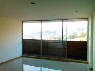 Una ventana que está abierta en una habitación en Apartamento en venta en Los Balsos 83m² con Zonas húmedas...