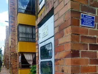Un edificio de ladrillo con un letrero en la calle en Apartamento en Venta SUBA FONTANAR