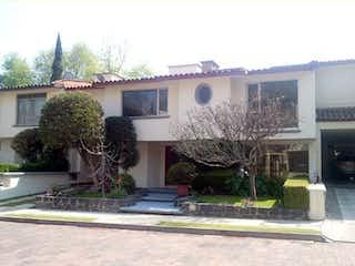 Un rincón de la calle con un edificio y árboles en Linda Casa en Venta en CH, Antonina / San Jeronimo