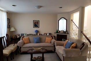 Casa en venta en Valle Dorado de 4 hab.