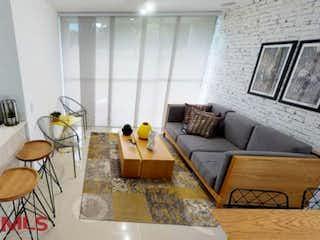 Una sala de estar llena de muebles y una ventana en Río Místico