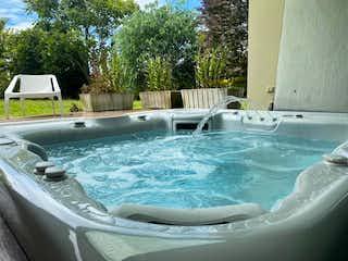 Una piscina con una piscina en ella en Casa en venta en Mesa de 4 habitaciones