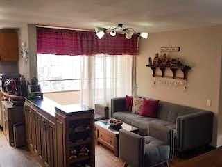 Una sala de estar llena de muebles y una ventana en Apartamento En Venta En Medellin Loma Del Indio