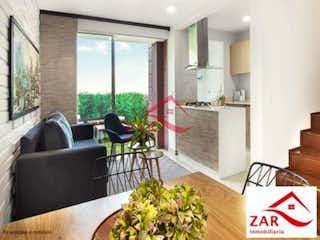 Una sala de estar llena de muebles y una gran ventana en Alameda del Norte