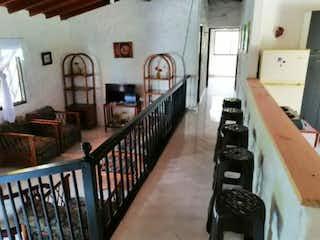 Una habitación llena de un montón de diferentes tipos de muebles en Casa en venta en Mangarriba, de 2000mtrs2