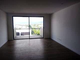 Una habitación que tiene una ventana en ella en Edificio