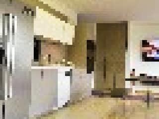 Una cocina llena de un montón de electrodomésticos blancos en Edificio
