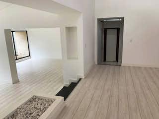 Una habitación que tiene un suelo de madera en ella en Apartamento En Venta En Bogota Santa Barbara Alta-Usaquén