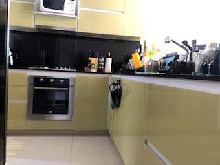 Cocina con nevera y microondas en Apartamento en venta en Santa Paula de 102m²